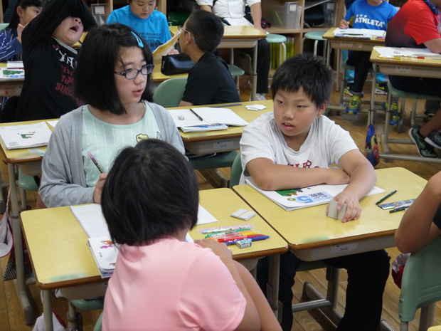 知小2018-町の算数サークル授業研で意見交換をする子供たち