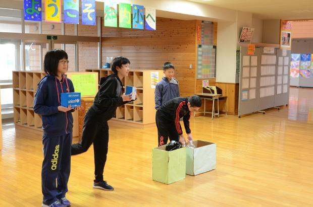 知小2018-児童会のユニセフ募金活動の様子