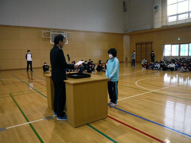 知小2019-全校朝会でスキー大会の表彰