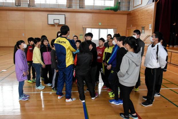 知小2019-総練習後、気合いを入れる5年生