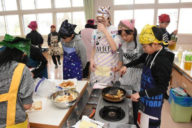 知小2019-6年生お楽しみ会で先生方へのプレゼントづくり