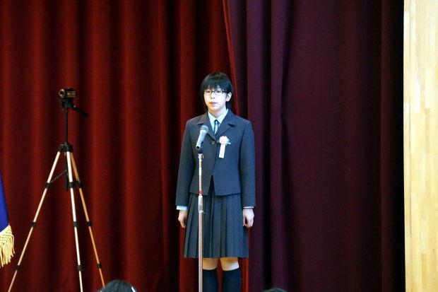知小2019-ステージで一言を述べる卒業生