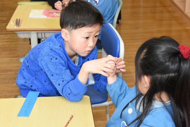 知小2019-新1年生1日体験入学 鉛筆の持ち方は?