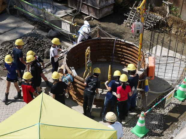 知小2018-工事現場学習_橋脚の基礎の穴の深さにびっくり
