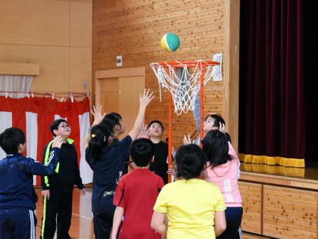 スポーツでお楽しみ会(4年生、今日お楽しみ会)