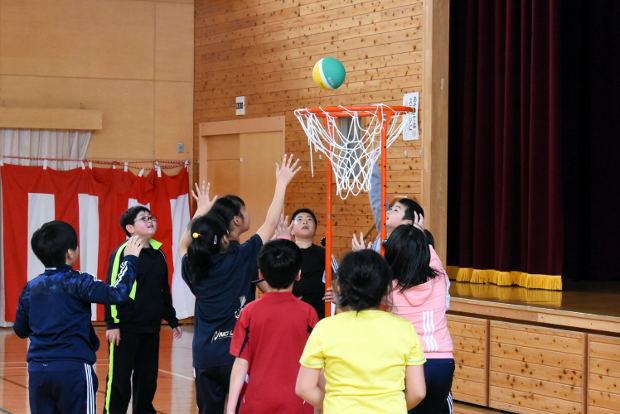 知小2019-4年生のお楽しみ会 セストボール