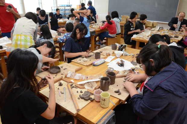 知小2018-陶芸に挑戦する6年生