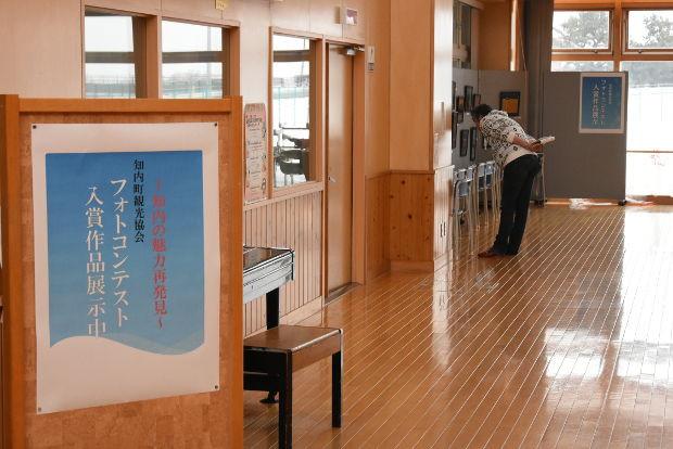 知小2019-高学年参観日に知内フォトコンテストの作品展示