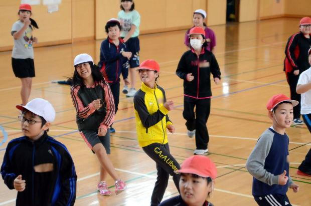 知小2018-4年生の教育大学生によるダンス教室