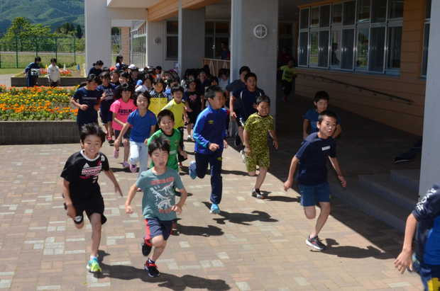知小2018-沢山の子供がさんかしてマラソンチャレンジ、スタート。