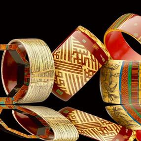 Ensemble de bracelets en corne et bois laqué