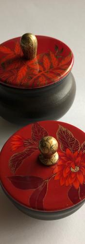 Céramiques et bois laqué en collaboration avec Coralie Huckel