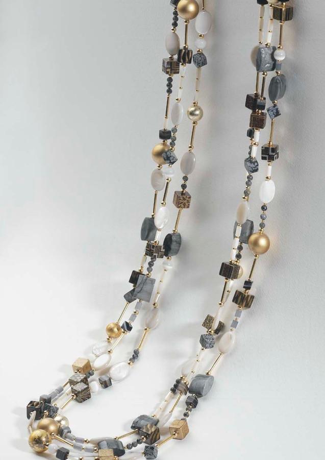Sautoir double. Laque, or , nacre et pierres semi-précieuses