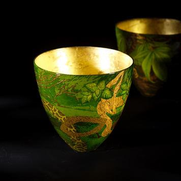 The green garden Grandes coupes en céramique laquée et feuille d'or.