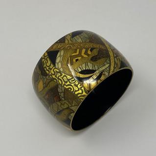 81: bracelet en bois laqué et ors