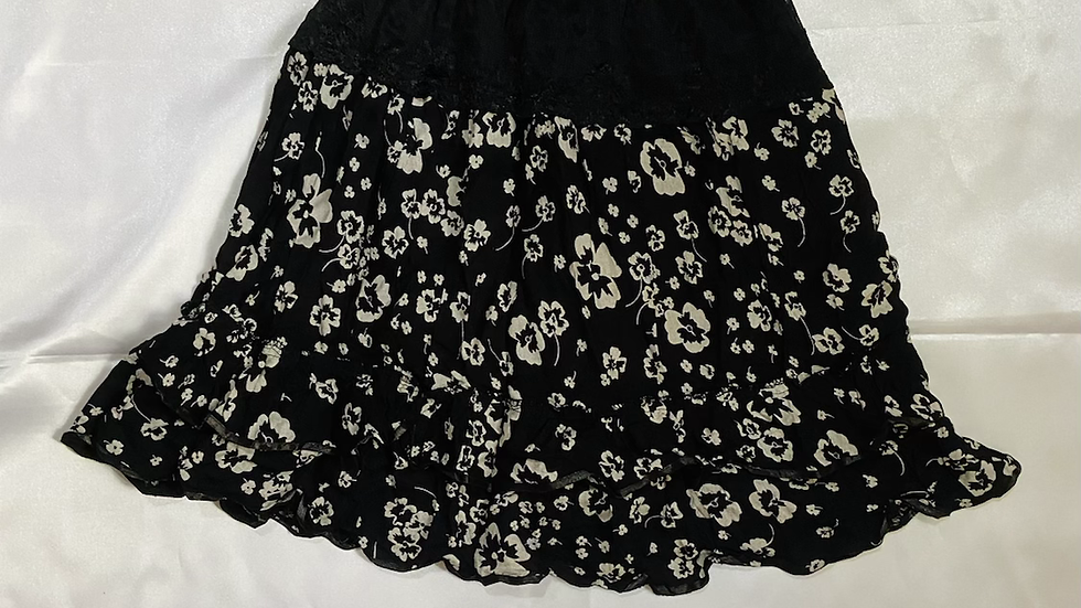 B/W Crepe Layered Floral Print Skater Skirt   Size S