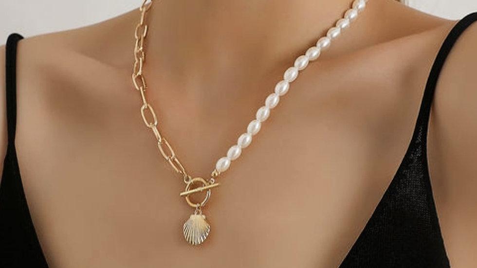 Rice-pearl Lock Shaped Scallop Neckpiece