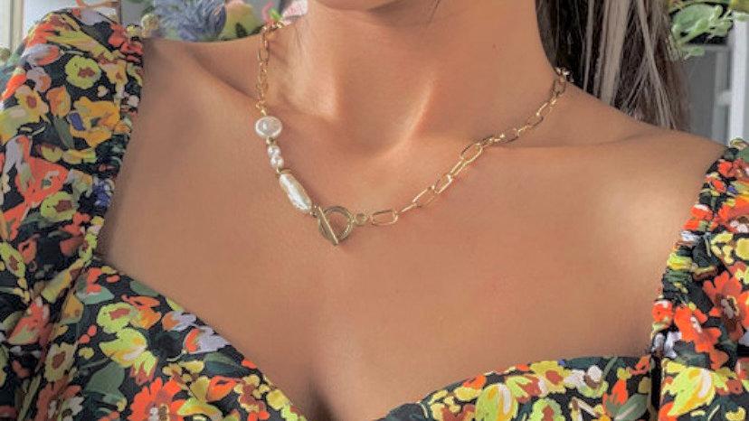 Cuban Pearl T-bar Neckpiece