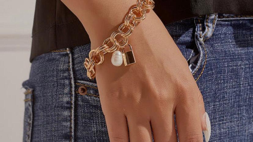 Exaggerated Love Lock Braoque Pearl Chain Bracelet