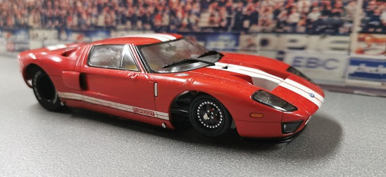 MR SLOTCAR Super Sedan - Ford GT