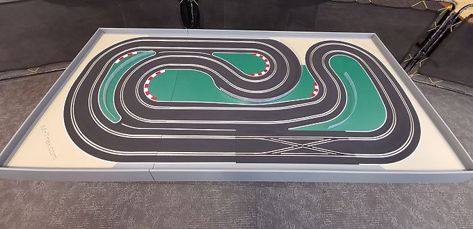 MR TRAX-CSET2550 Hybrid TRACK- Race up to 6 cars plus 2 ghost cars