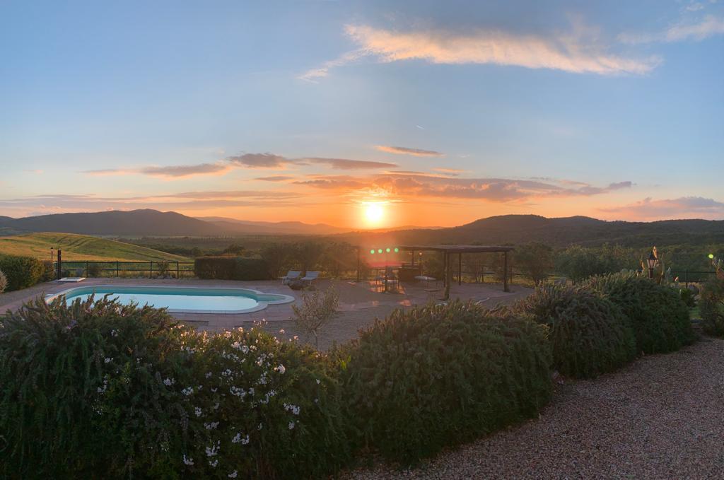 foto tramonto villa piscina