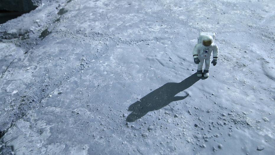 moon_astronaut.jpg