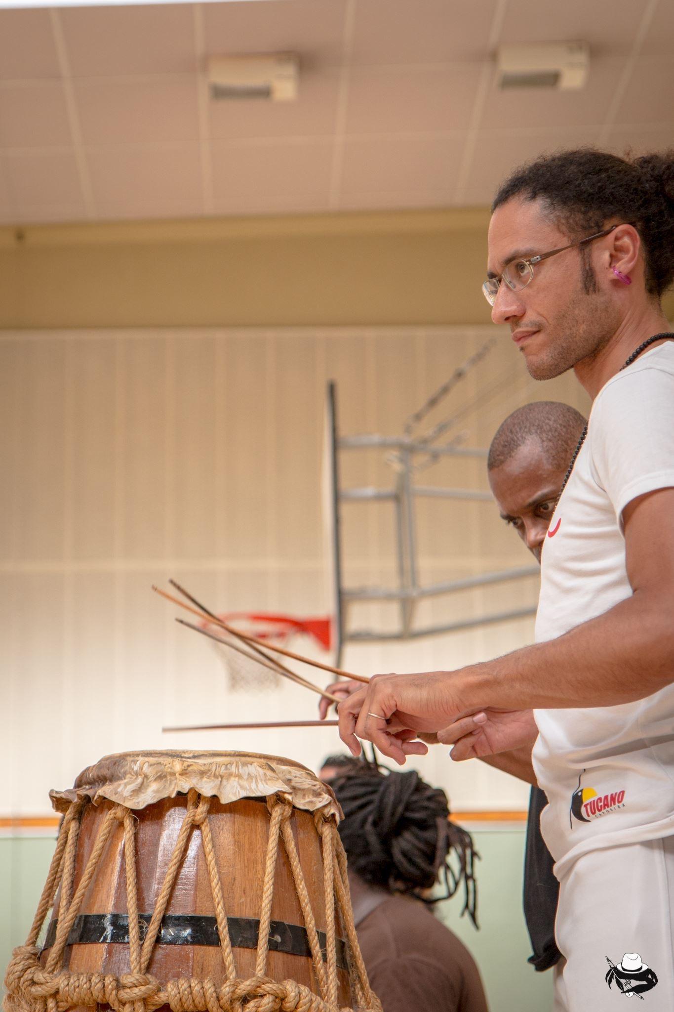 Percussions - Professeur Bambino (CAPOEIRA BIARRITZ SENZALA)