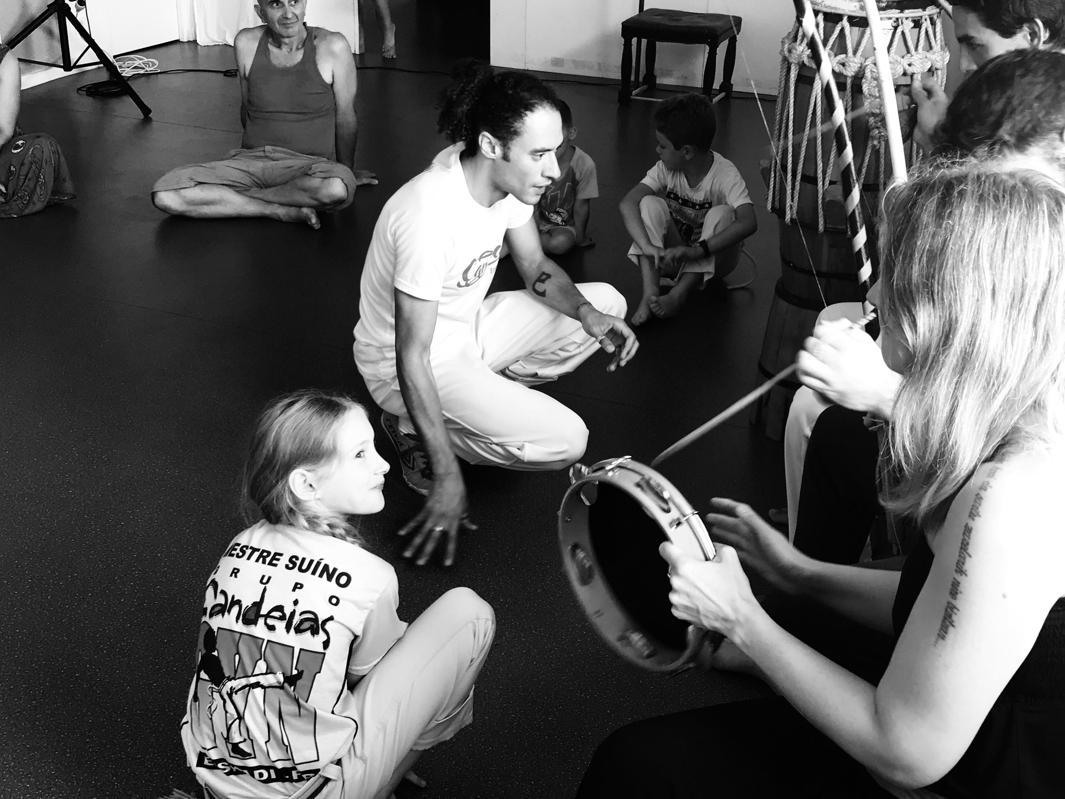 Rituel de la roda - Professeur Bambino (CAPOEIRA BIARRITZ SENZALA)