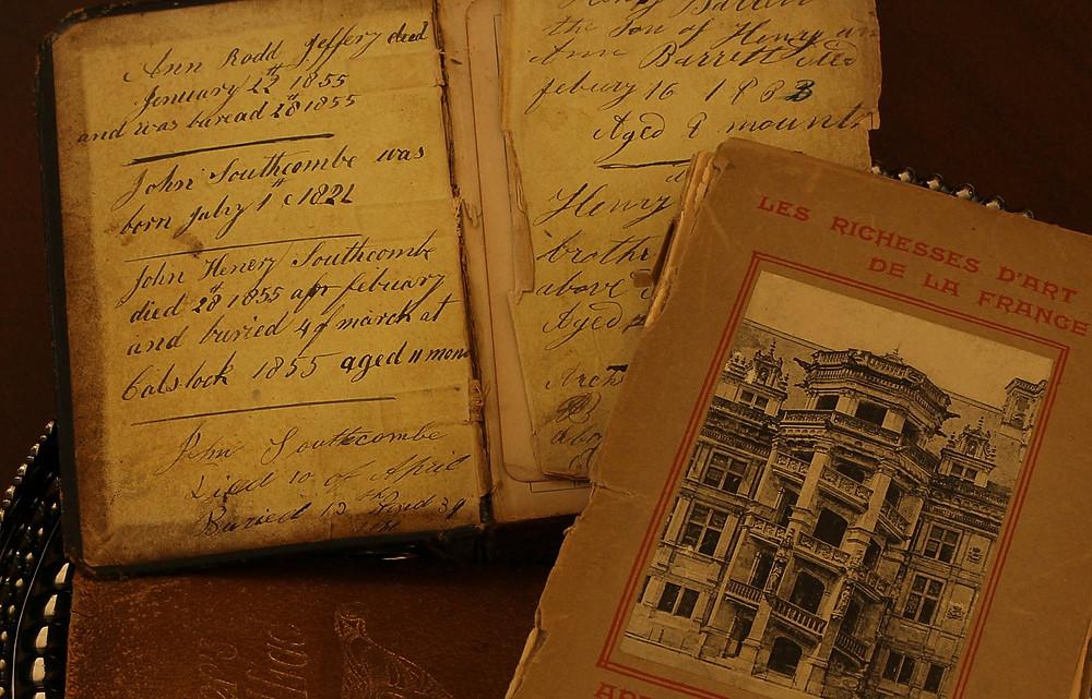antique-books-101577_1280.jpg
