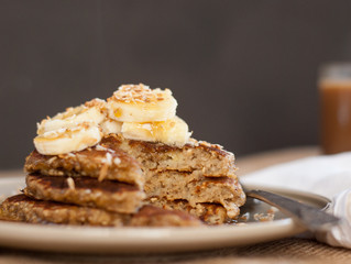 WHAT I'M EATING: Banana Oat Pancakes