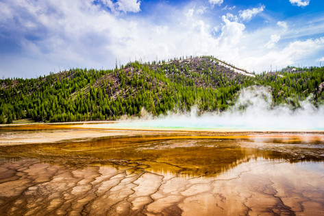 Great Prismatic Spring, Yellowstone, WY USA