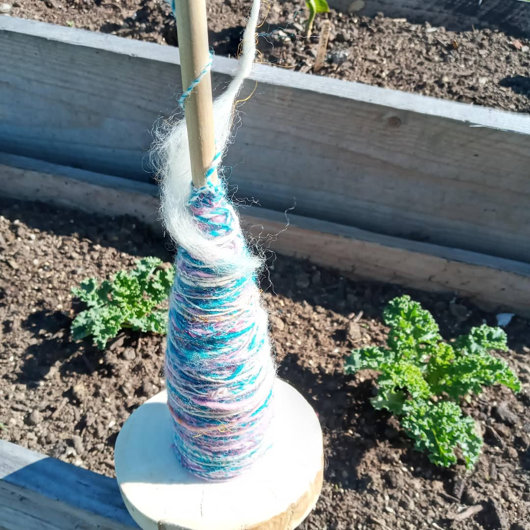drop spindle with yarn