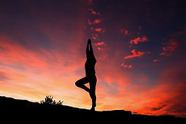 Vinyasa; yoga; souffle; mouvement; yoga; asana; coucher de soleil; relation; soi; relaxation; exercice; bonheur; harmonie