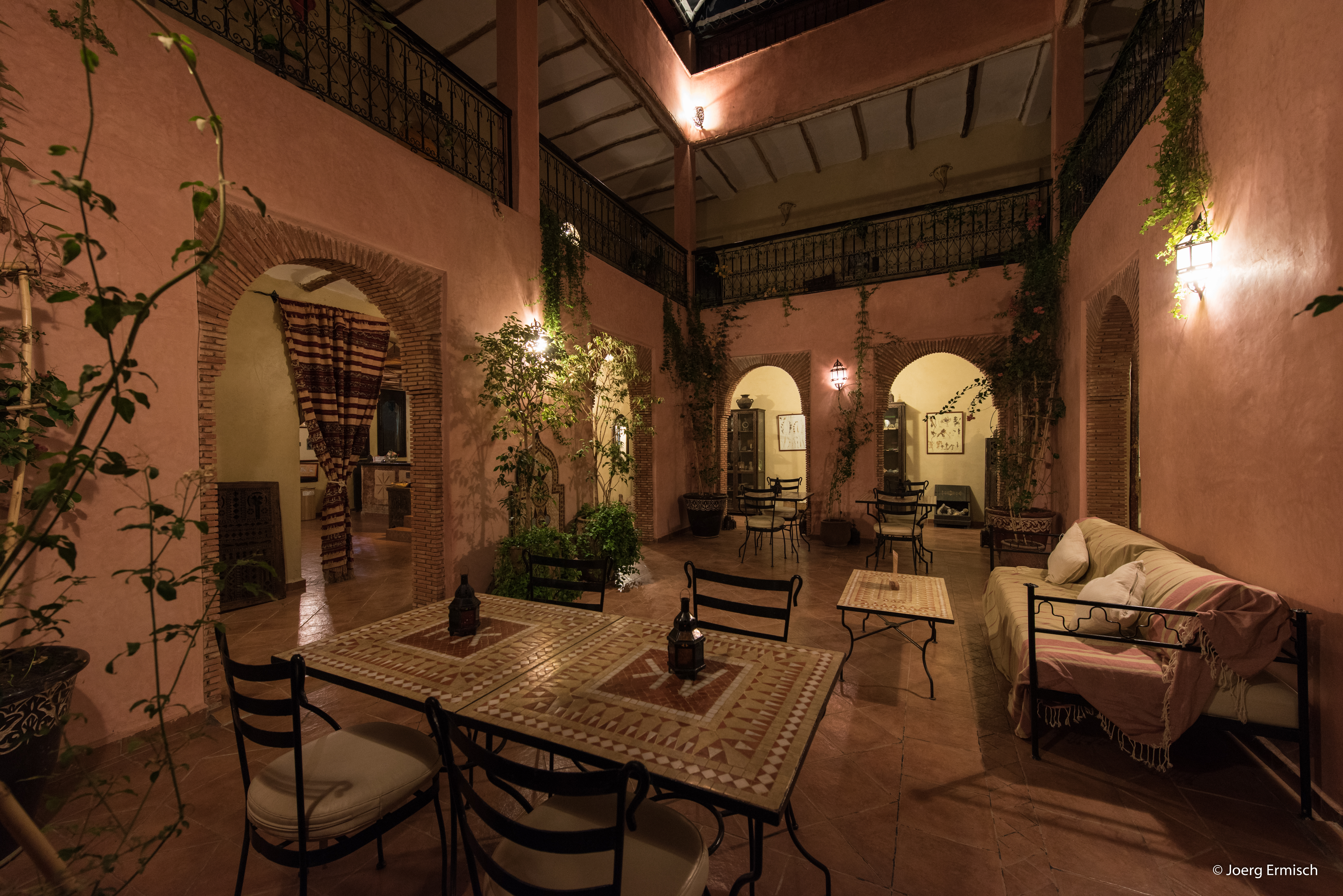 Atlas_Kasbah_patio_nuit