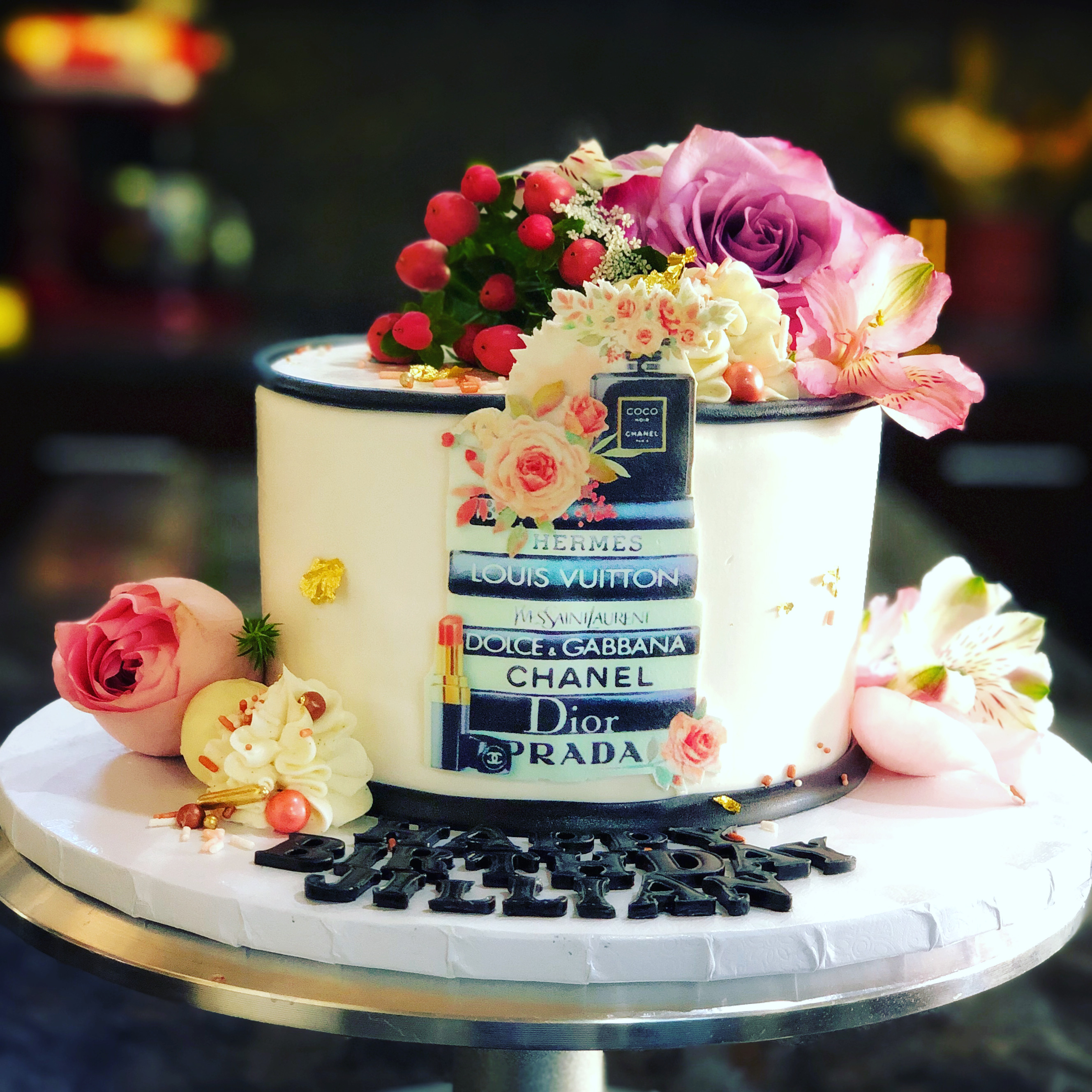 FASHION AND FLOWERS CAKE
