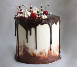 ROOT BEER FLOAT DRIP CAKE