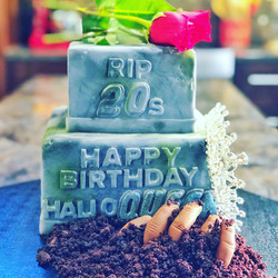 HAPPY BIRTHDAY HALLOQUEEN CAKE