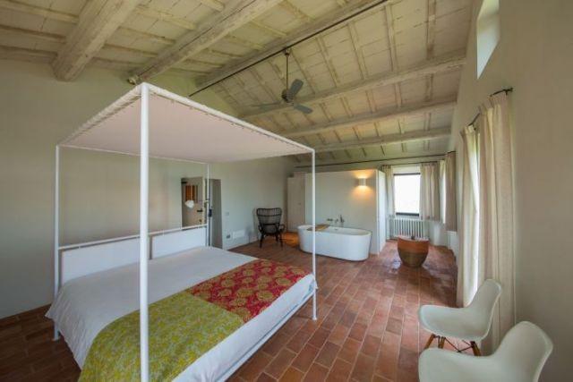 Interiors - Camera Padronale con vasca a vista