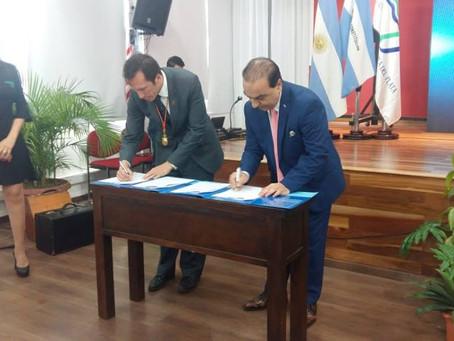 UCNE signs agreement with the Universidad de la Cuenca del Plata (Argentina)