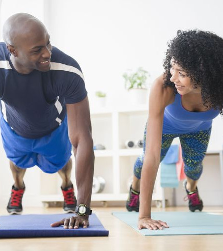 8 tips to stay fit during the holiday's