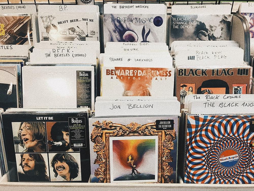 LPs podem ser vintage se forem original de décadas atrás ou retrô, se forem lançamentos musicais contemporâneos.