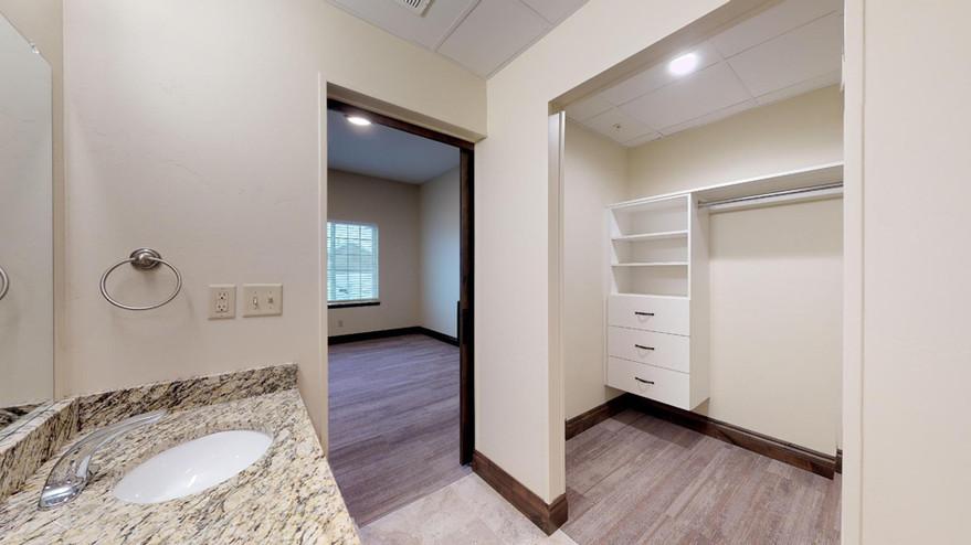 Bedroom 1 : Bathroom