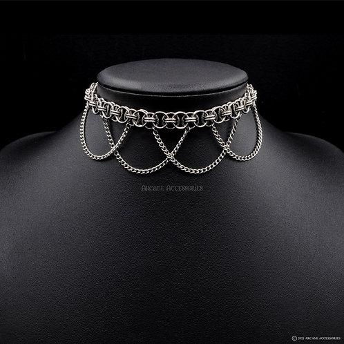Helm Chain Choker