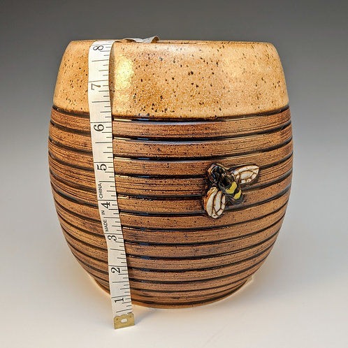 Beehive utensil pot
