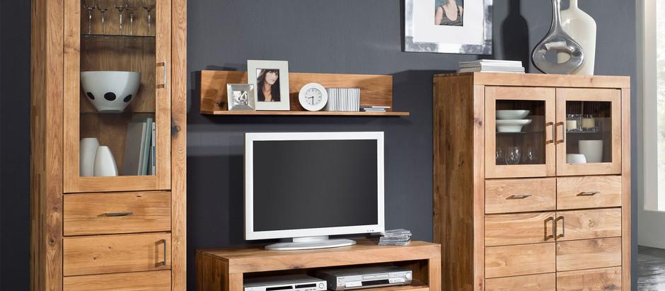 Простые советы о том, как ухаживать за мебелью в гостиной из массива