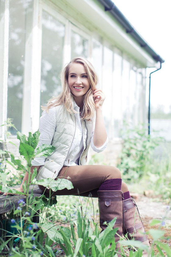 Photographer Lottie Anderson Model Lara Raybone
