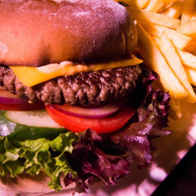Unser saftiger Cheeseburger