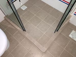 2 fix, 2 slide frameless showerscreen op