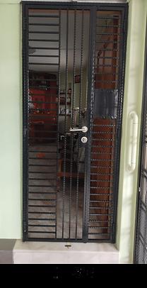 Mild steel gate 2 inch gap for cat owner